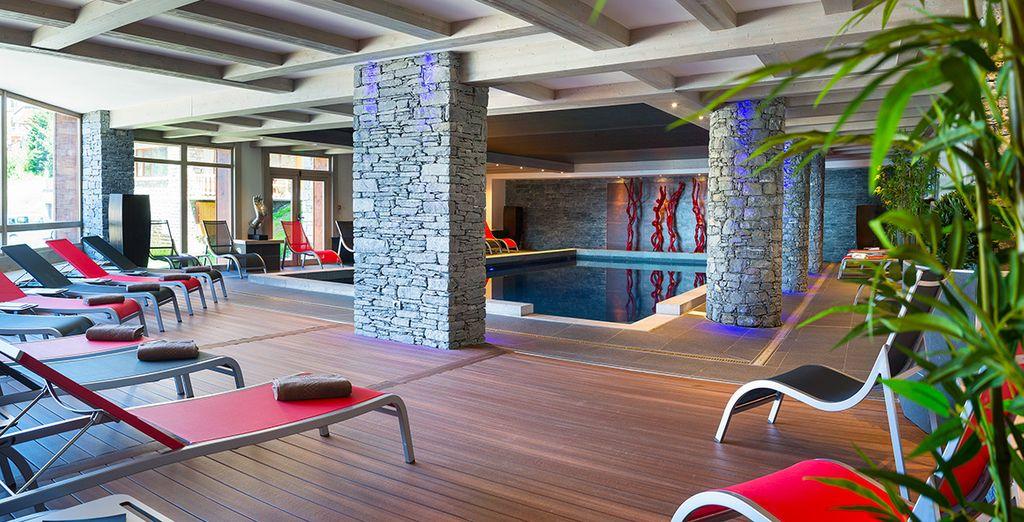 Faites un plongeon dans la piscine.