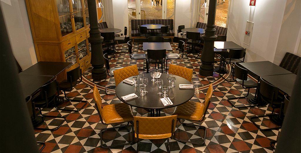 Le mélange de style du restaurant vous rappellera l'ambiance atypique de l'établissement