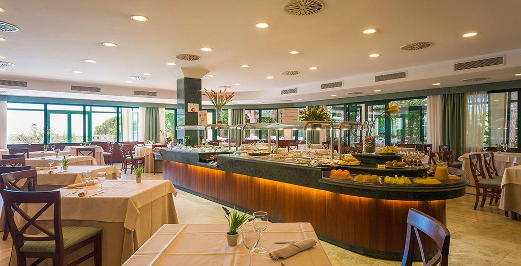 Goûtez aux buffets variés de l'hôtel