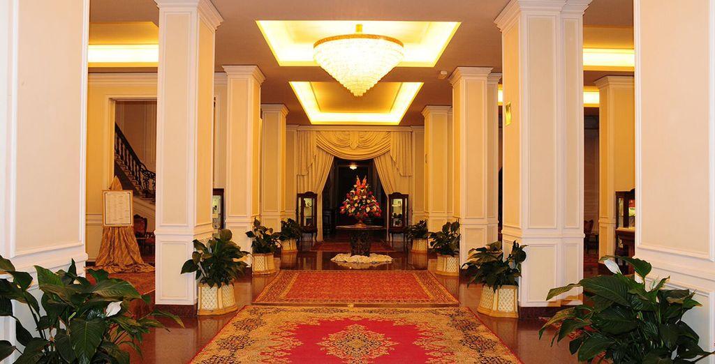 Le lobby offre un accueil chaleureux dans la pure tradition Toscane