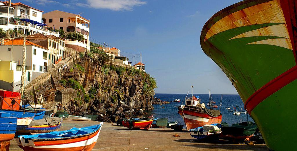 Des petits villages de pêcheurs en passant par les falaises emblématiques de l'île