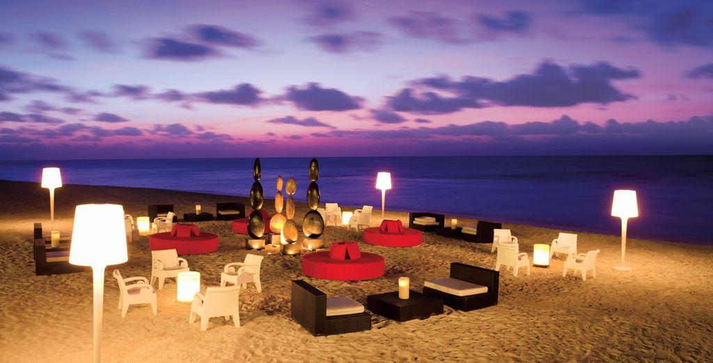 En fin de soirée, assistez au coucher de soleil sur la plage aménagée