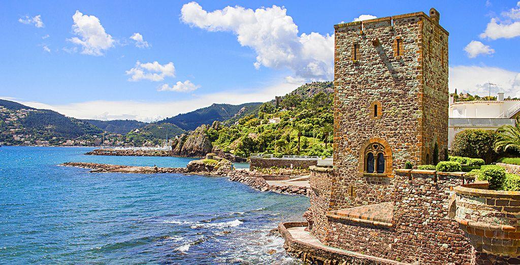 Découvrez son château au pied de la mer