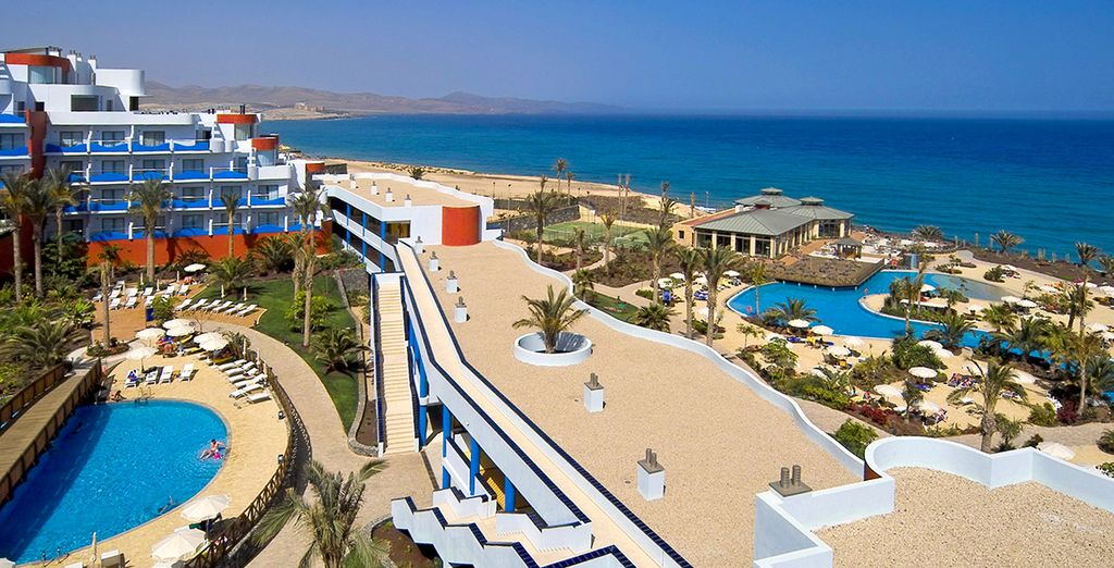 Qui contrastent merveilleusement avec le sable immaculé - Hôtel Pajara Beach 4* Costa Calma