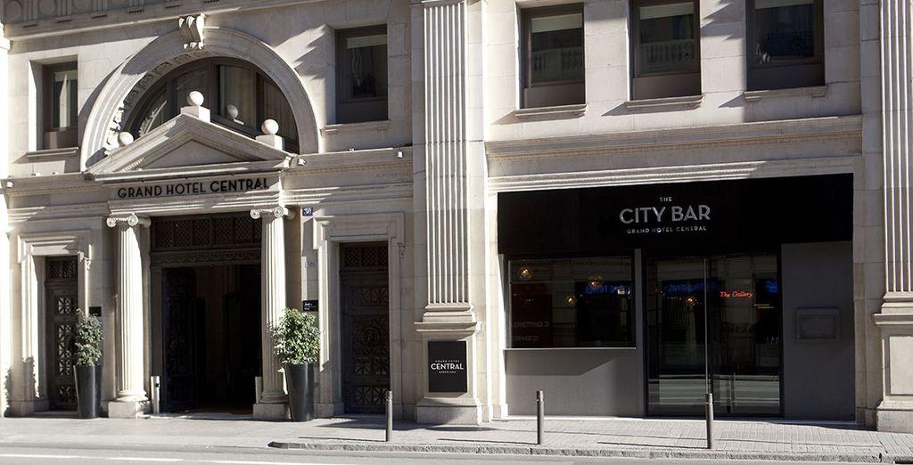 Installez-vous au cœur de Barcelone, dans le nouveau quartier branché - Grand Hôtel Central 5* Barcelone