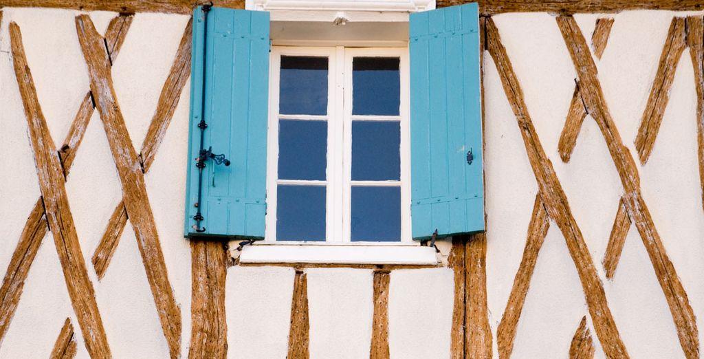 Entre belles maisons à colombages, ruelles typiques