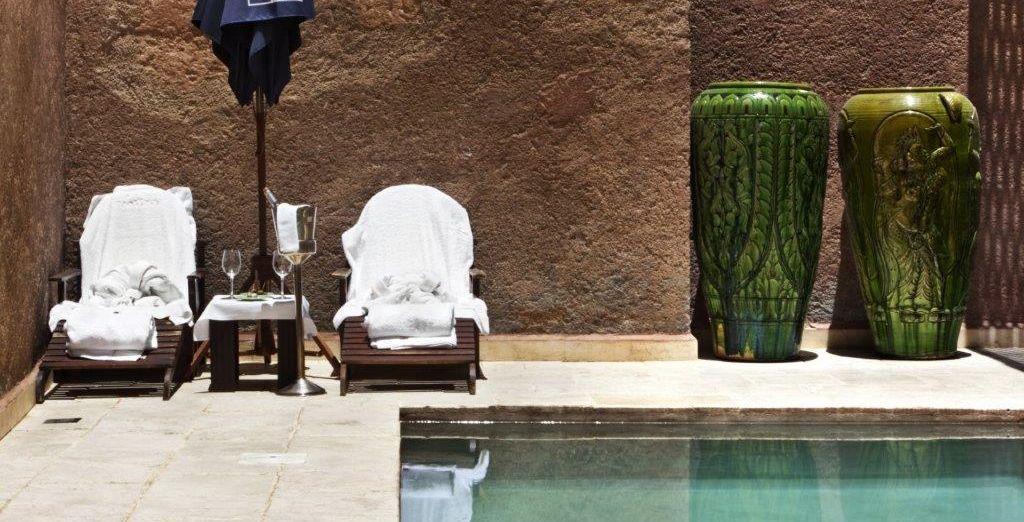 Une pause près de la piscine