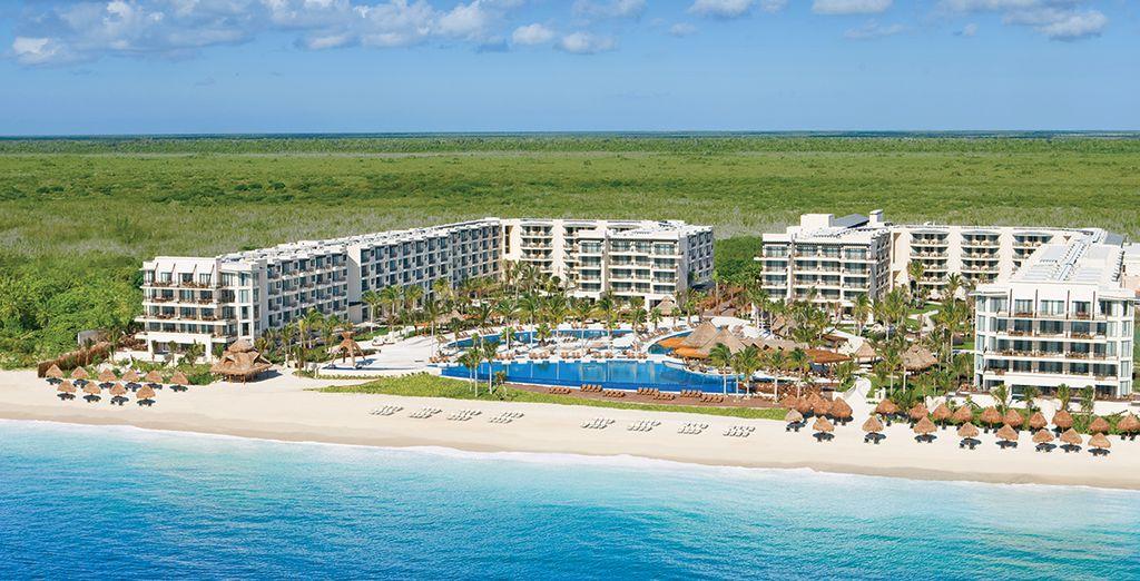 Situé face à la mer des Caraïbes, entre Cancun et Playa del Carmen
