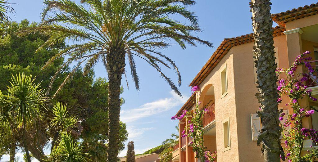 Vous êtes à Hyères pour des vacances en famille à la résidence La Pinède