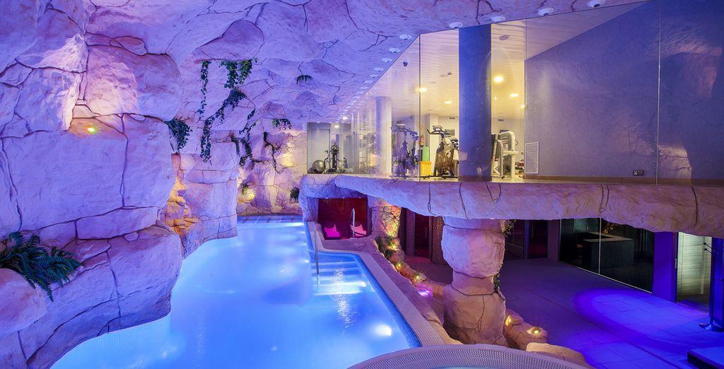 Délassez-vous dans la piscine intérieure, au hammam ou au sauna...