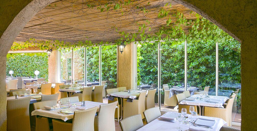 Après un petit-déjeuner copieux, vous pourrez aussi goûter aux spécialités Corses au restaurant de l'hôtel