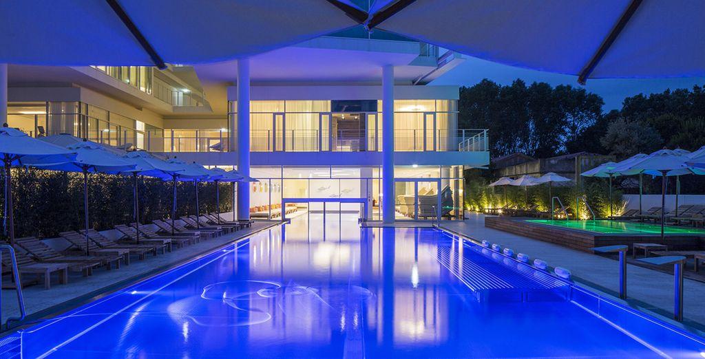 Vous pourrez vous baigner dans la piscine extérieure