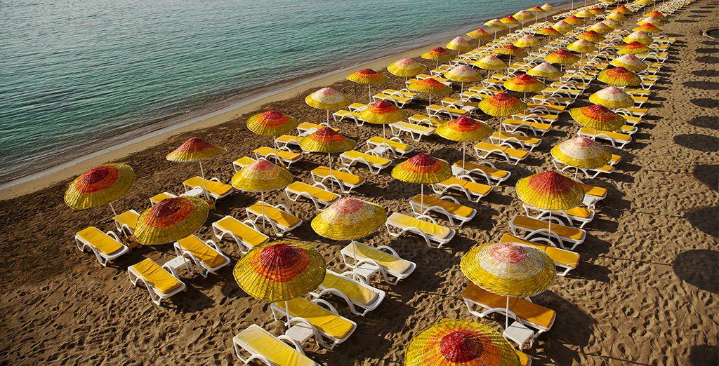 Farniente sur la plage de sable privée