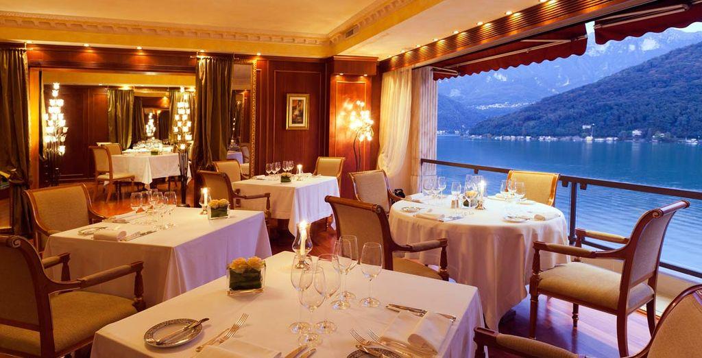 Lors du coucher du soleil, asseyez-vous au restaurant Panorama au cadre élégant, à la cuisine exquise et à la vue imprenable !