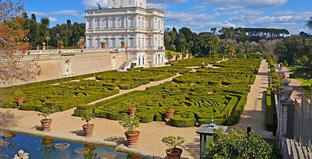 Dans un quartier paisible, face aux jardins de l'élégante Villa Pamphili