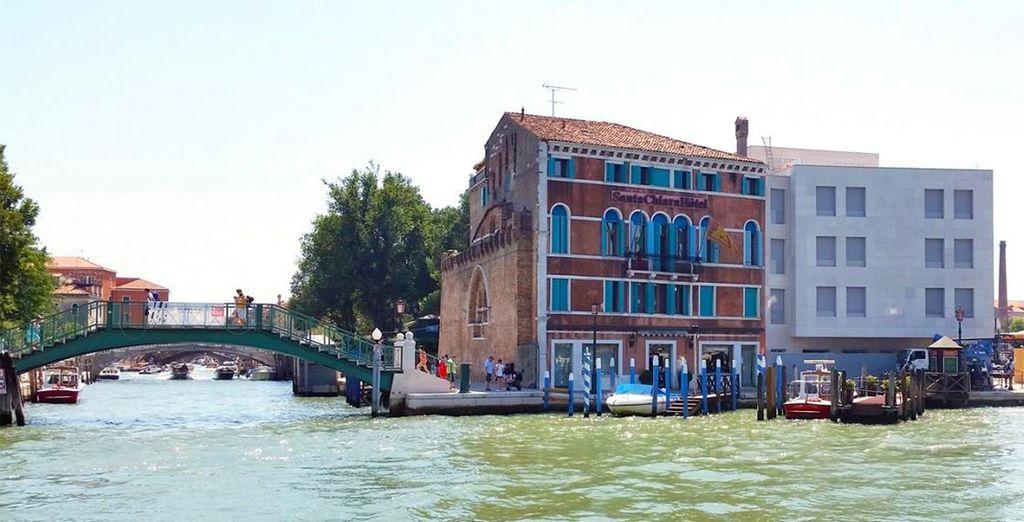 Vous vous installerez au Santa Chiara, bordé par le Grand Canal