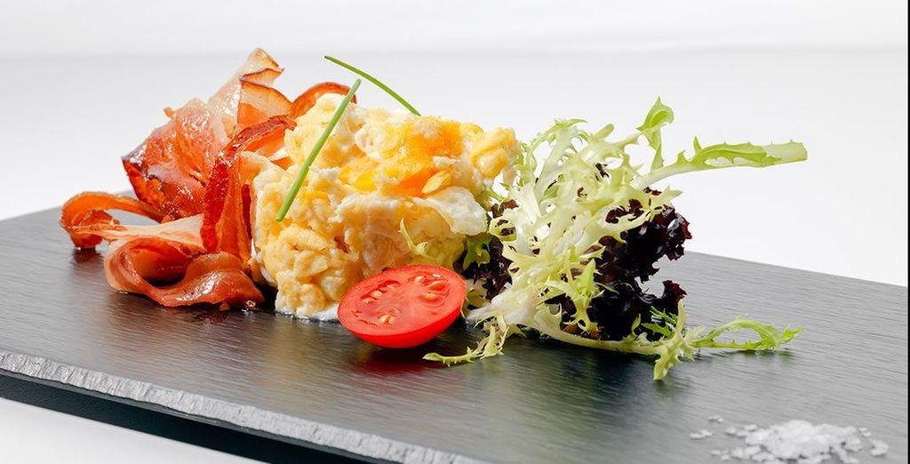 En savourant la pétillante cuisine espagnole