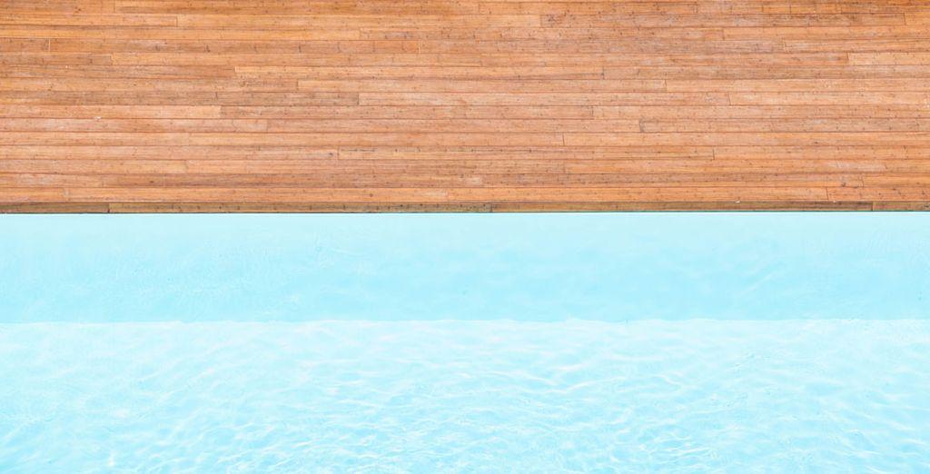 En fin de journée, délassez-vous dans la piscine sur le toit
