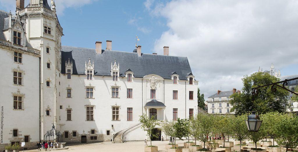 Depuis ses châteaux historiques...