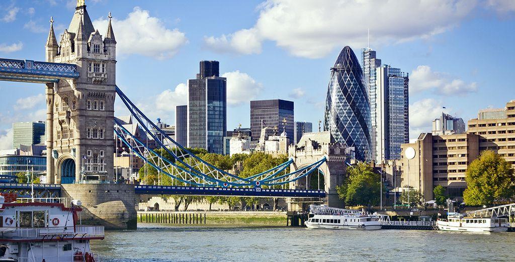 Photographie de la ville de Londres, du Pont de Londres ou des Tower Bridge depuis la Tamise