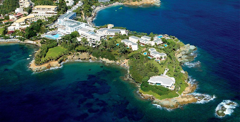Et venez changer d'air en Crète, dans ce joli 5* au bord de la mer