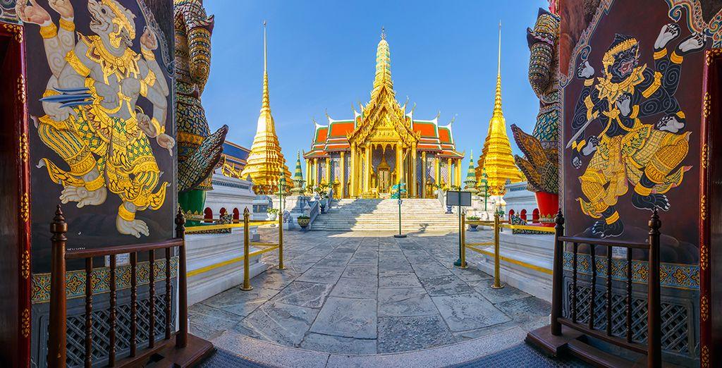 Mais ne repartez pas sans avoir poussé les portes des fameux Wat (temples) de Bangkok