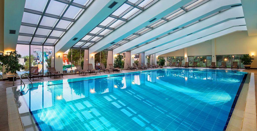 Une piscine intérieure attend les amoureux de l'eau