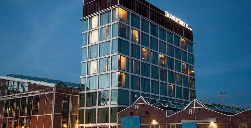 Prenez place dans un établissement singulier, le Doubletree by Hilton NDSM Wharf 4*