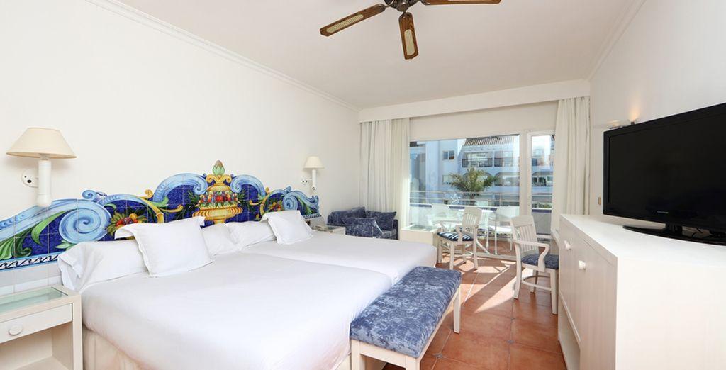 Confortablement installé en chambre Standard ou Partial Sea View