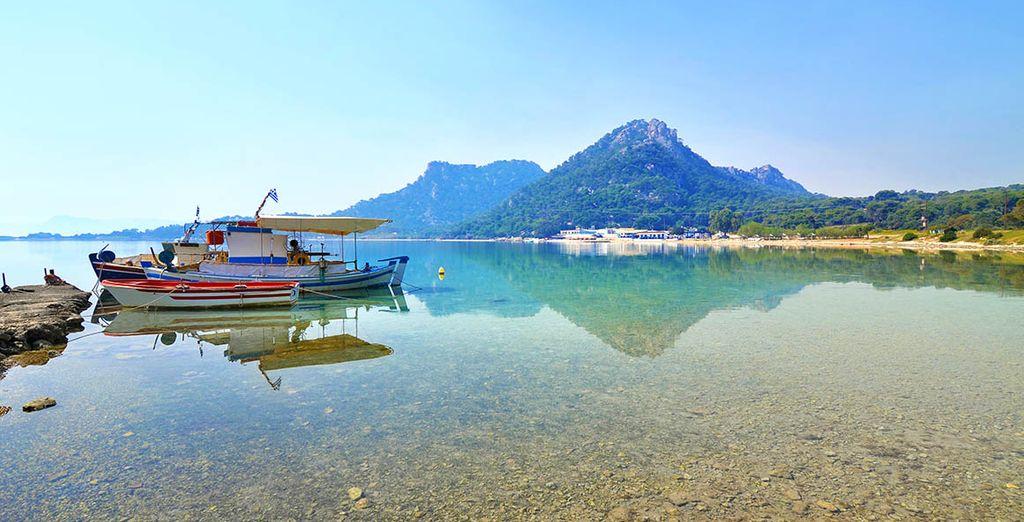 Profitez-en aussi pour découvrir le joli lac de Vouliagmeni
