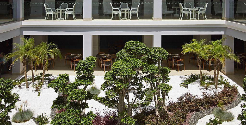 Baladez vous dans les jardins de l'hôtel