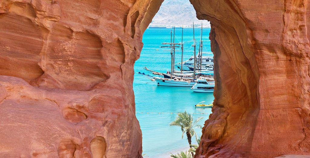 Paysage majestueux, plages de sable fin et eaux turquoise en Jordanie