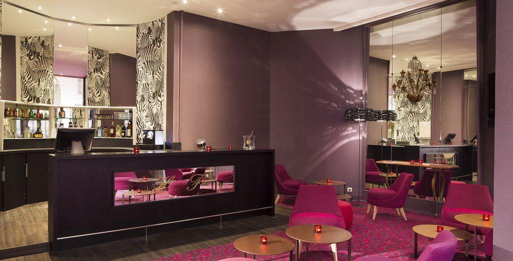 Hôtel de luxe avec bar et espace détente au cœur de la ville de Nantes