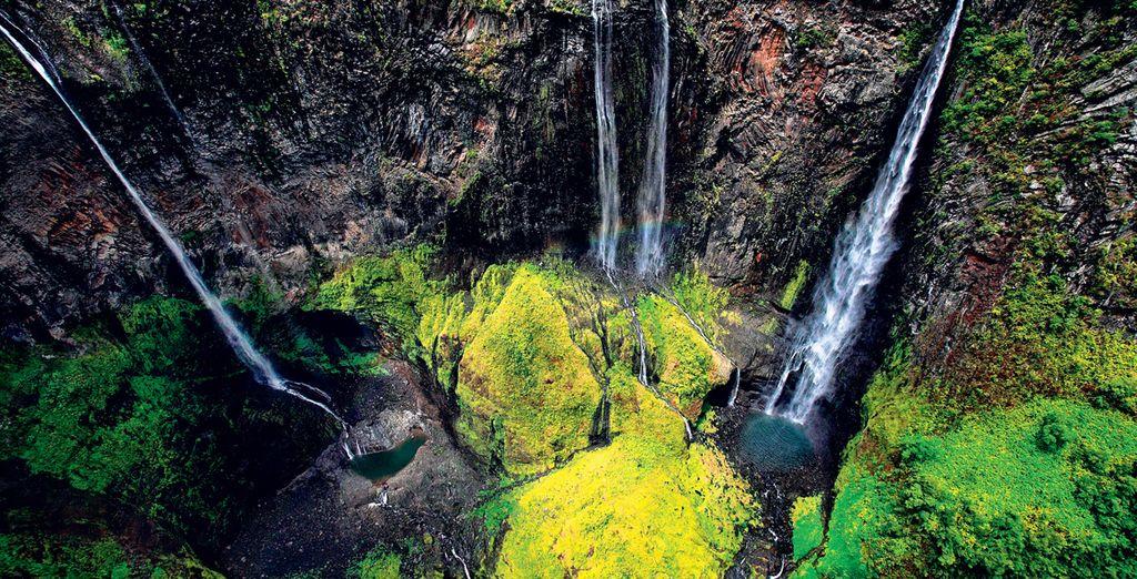 Paysage verdoyant et cascades de Mayotte