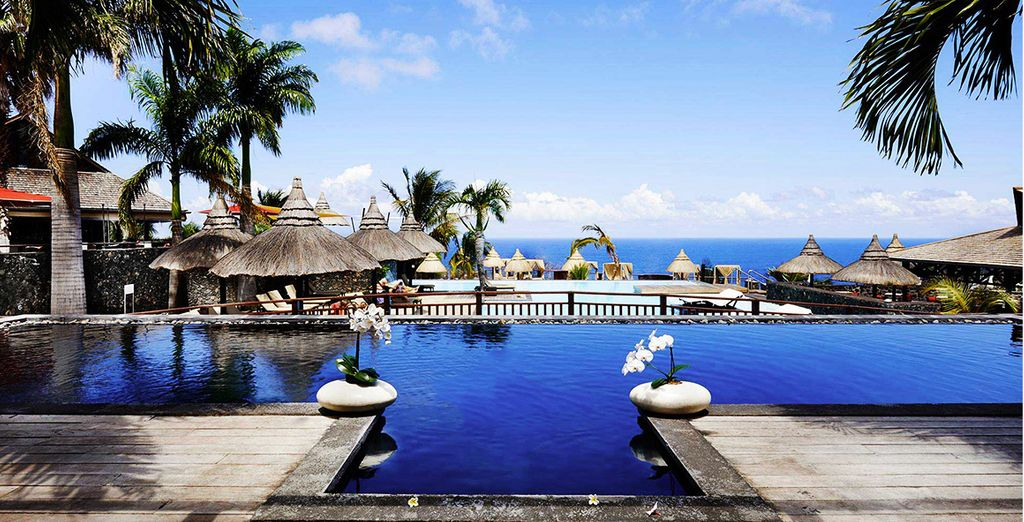 Hôtel 5 étoiles tout confort avec piscine et espace détente à proximité de diverses activités