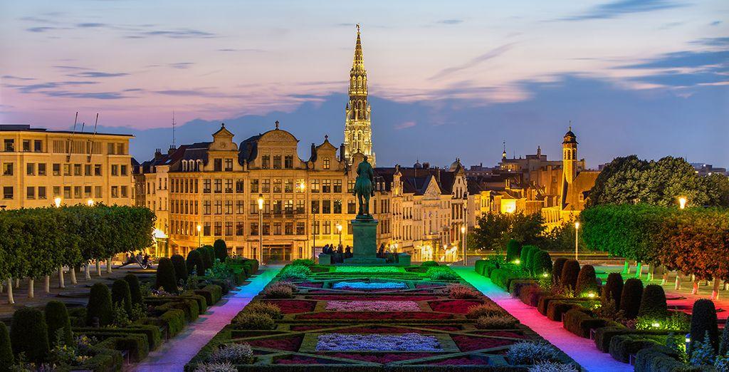 Jardin et statues du Mont des Arts à Bruxelles au centre de Bruxelles