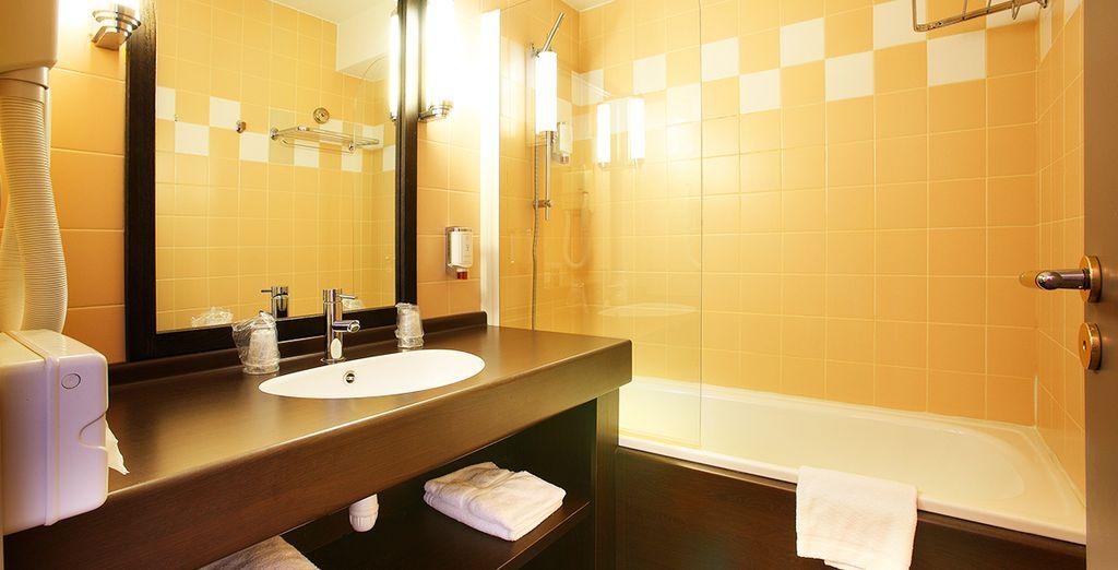 Avec son agréable salle de bains, équipée