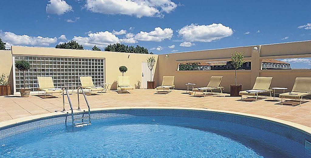 N'hésitez pas non plus à rejoindre le toit terrasse pour admirer la ville et vous baigner aux beaux jours