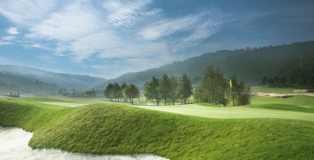 Golf 18 trous lové dans un décor pittoresque
