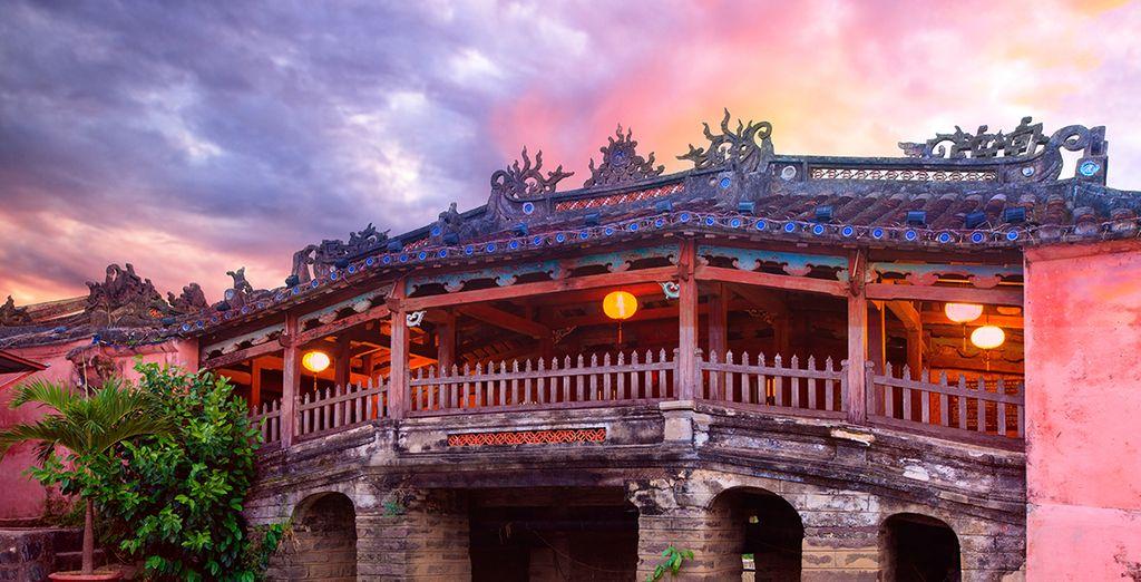 Puis partez visiter Hoi An, où le passé se dévoile au fil des ruelles