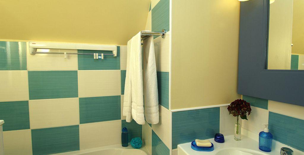 Vous aurez une salle de bain colorée toute équipée