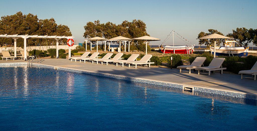 La piscine de l'hôtel vous accueillera chaque jour...