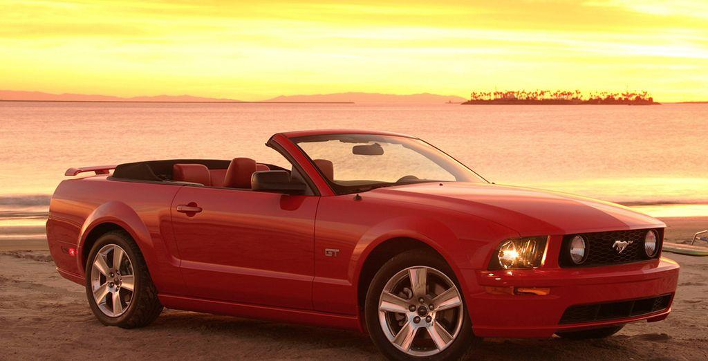 Prenez le volant de votre cabriolet Ford Mustang (ou similaire)