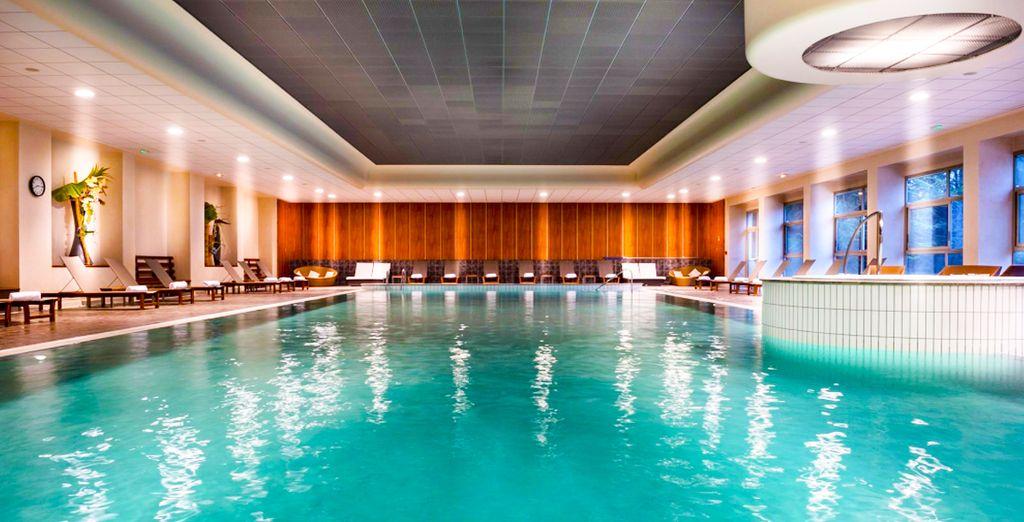 Hôtel de luxe avec piscine intérieur et espace détente