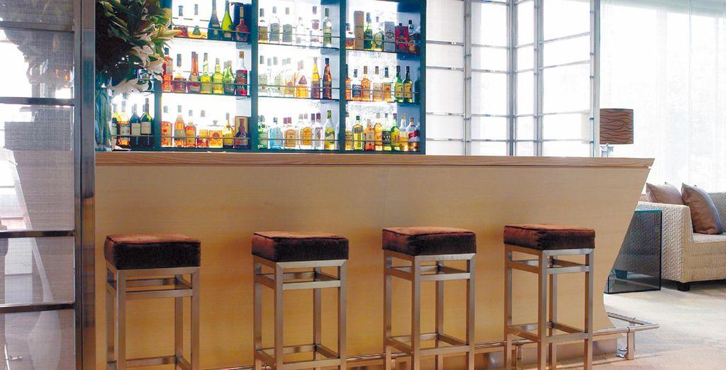 Le soir venu, rendez-vous au bar pour un cocktail dans une atmosphère décontractée