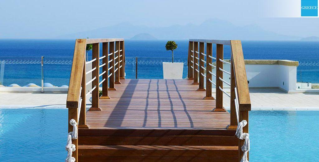... entre piscine, mer et architecture égéenne