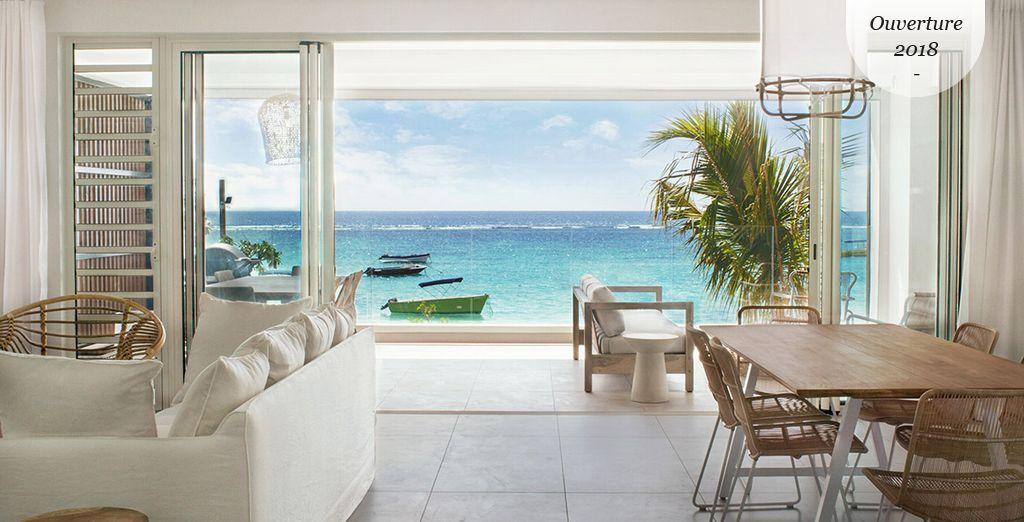 Résidence / Appartement de luxe avec salon, cuisine et chambre tout confort donnant directement sur une plage privée