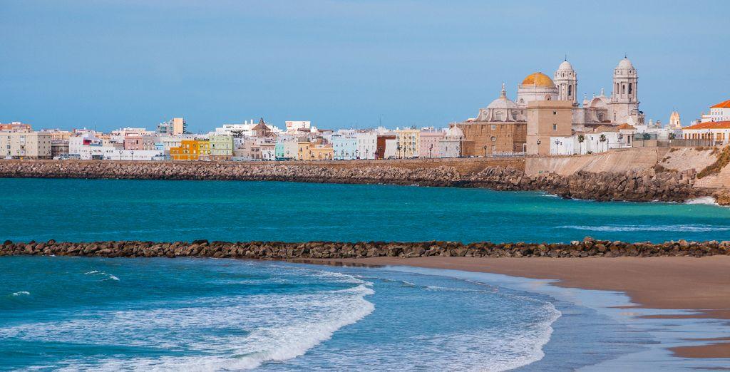 Vous rejoindrez ensuite la belle Cadix au sud de l'Espagne sur la Costa de la Luz