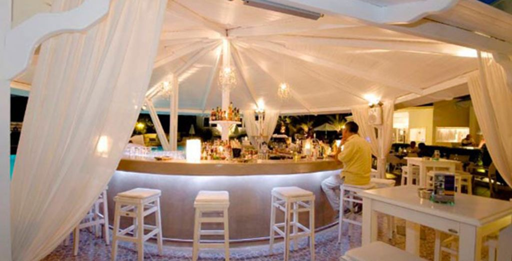 Le bar de la piscine - Hôtel Imperiale Med Resort & Spa**** Santorini Thira