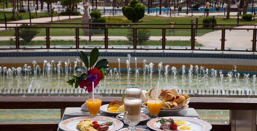 Et pourrez apprécier un petit-déjeuner sur la terrasse du restaurant principal,